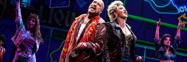 Dos actores de teatro musical haciendo Belting y legit