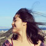 Mujer de ecuador con el pelo al viento