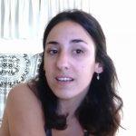cantante femenina dando clases de canto online